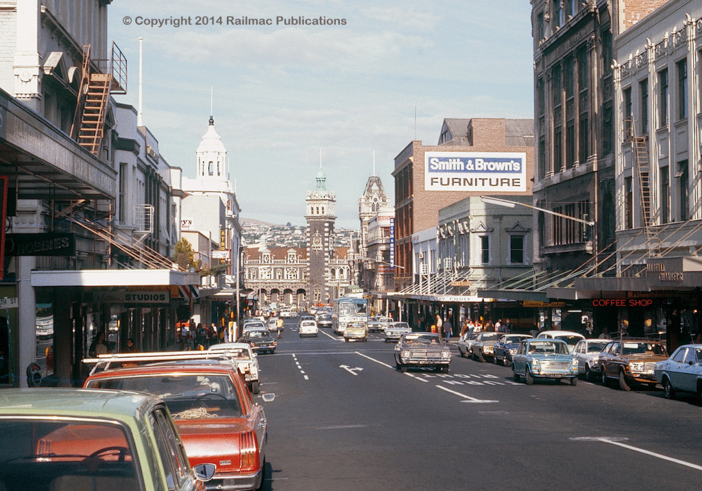 (SM 78-3-0714) Stuart Street, Dunedin (NZ), looking towards the railway station, 17th March 1978
