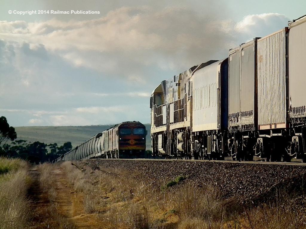 (SM 14-6-3596) ALF20, GM42, GM44 crossing NR51, NR7 at Redhill, 7th June 2014