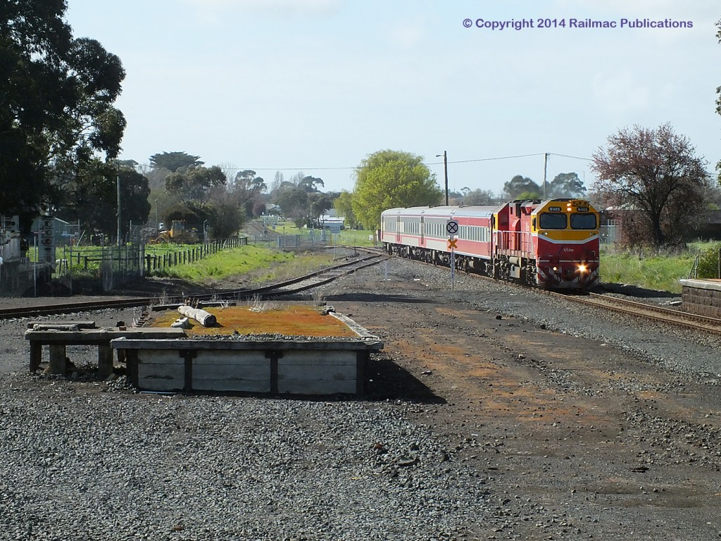 (SM 14-9-6317) N465 arriving at Terang with a Warrnambool passenger train (Vic), September 2014