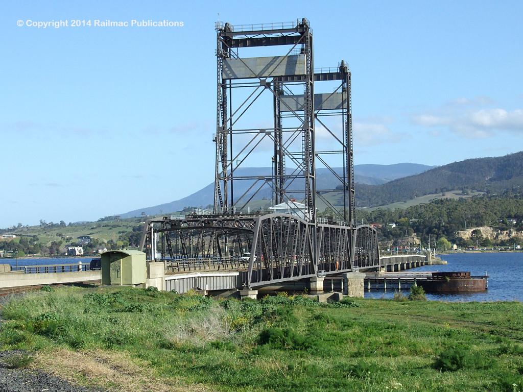 (SM 7-9-2138) Road and rail bridge over the Derwent River between Bridgewater and Granton (Tas), September 2007