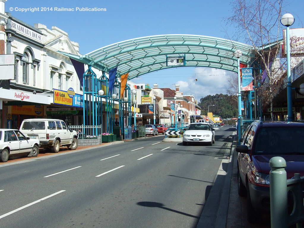(SM 7-9-2437) Wilson Street, Burnie (Tas), September 2007