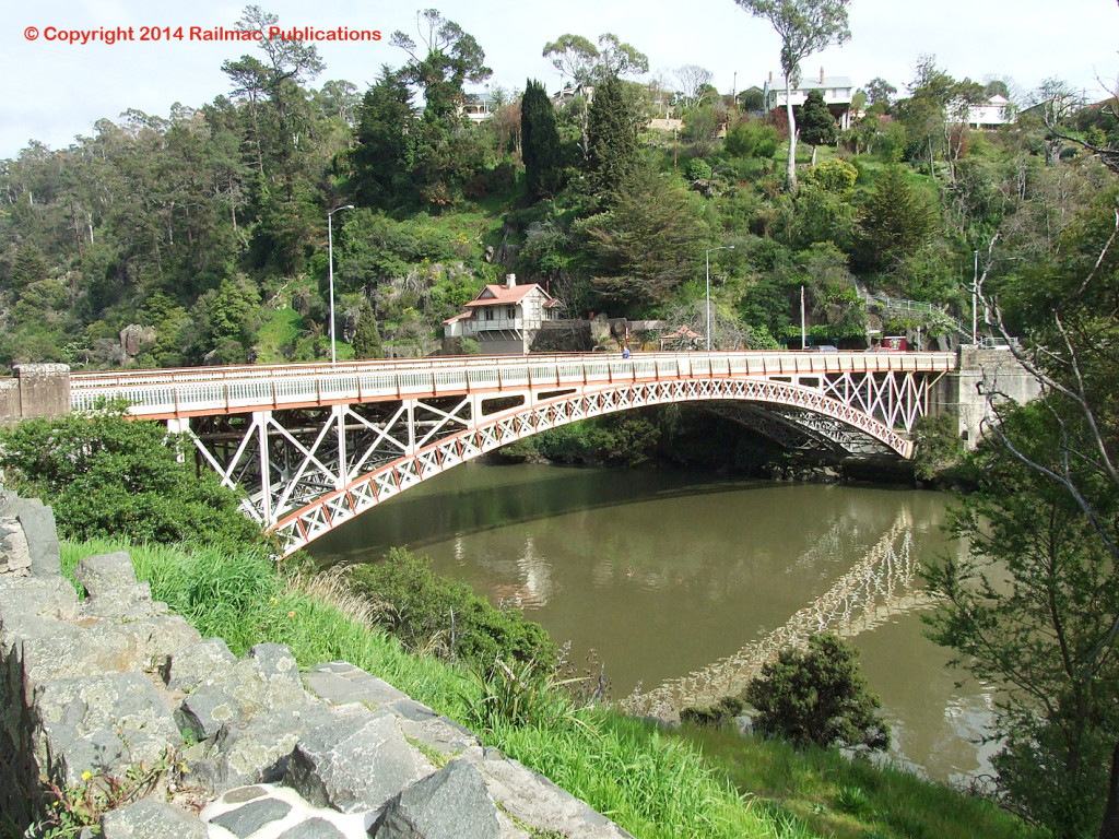 (SM 7-9-2528) Road bridge across the Tamar River, Launceston (Tas), locally built by Salisbury's Foundry , September 2007