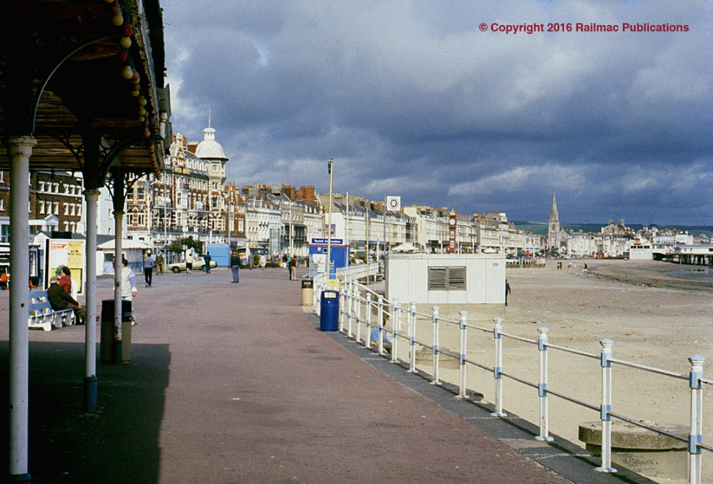(SM 83-3468) Seafront at Weymouth, Dorset, 5th October 1983.