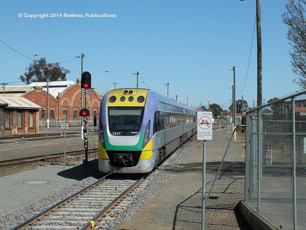 (SM 14-9-6585) Melbourne passenger train arriving at Bendigo (Vic) September 2014