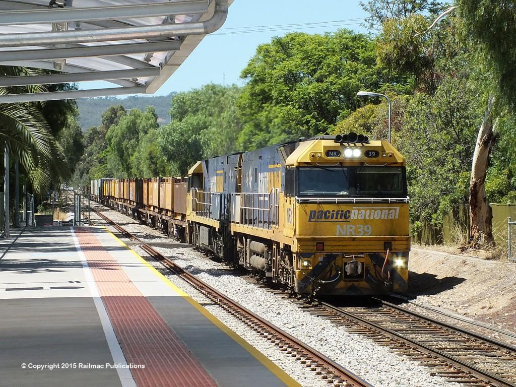 (SM 15-2-4509) NR39, NR9 passing Millswood station (SA), 17th February 2015