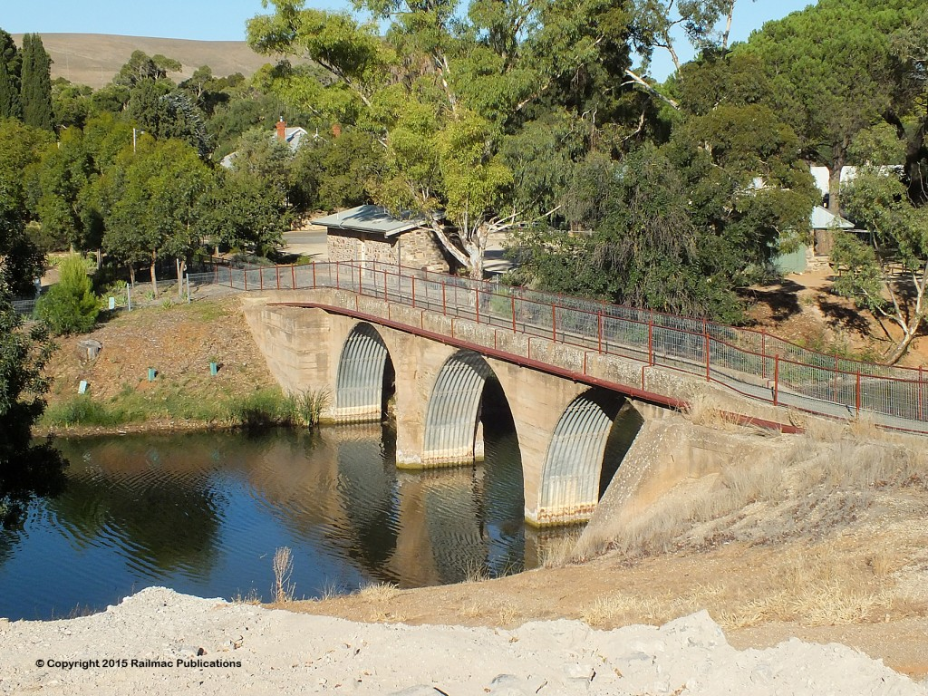(SM 15-2-4686) Footbridge over Burra Creek, February 2015